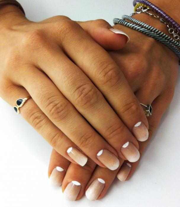 дизайн ногтей френч с рисунком на коротких ногтях