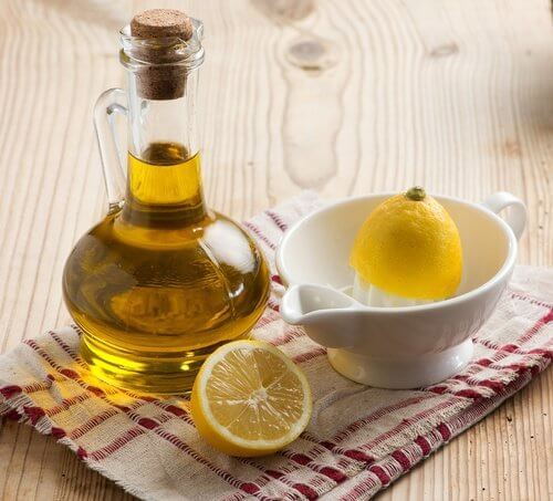 Mask with olive oil and lemon