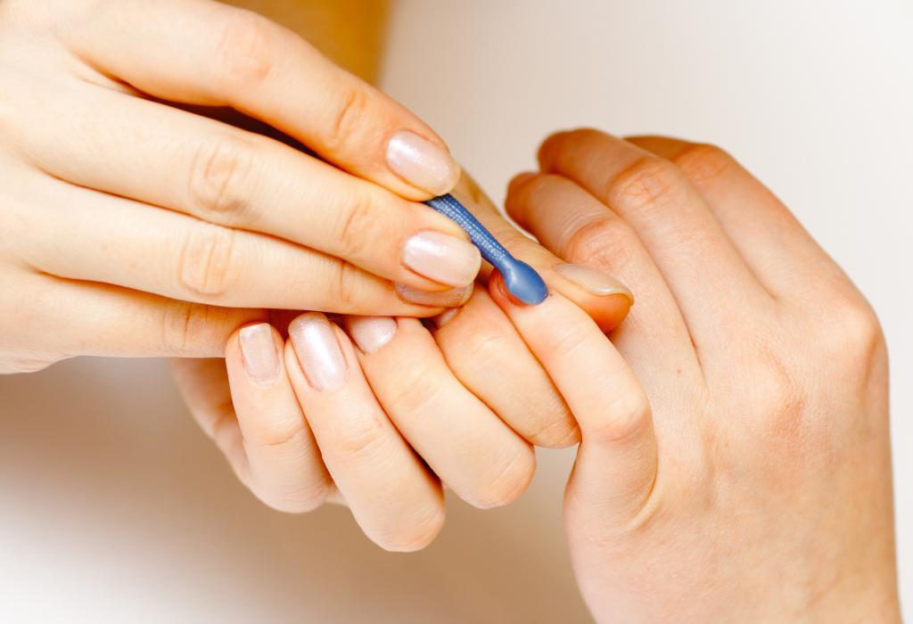 Как правильно обрезать кутикулу кусачками: особенности и рекомендации