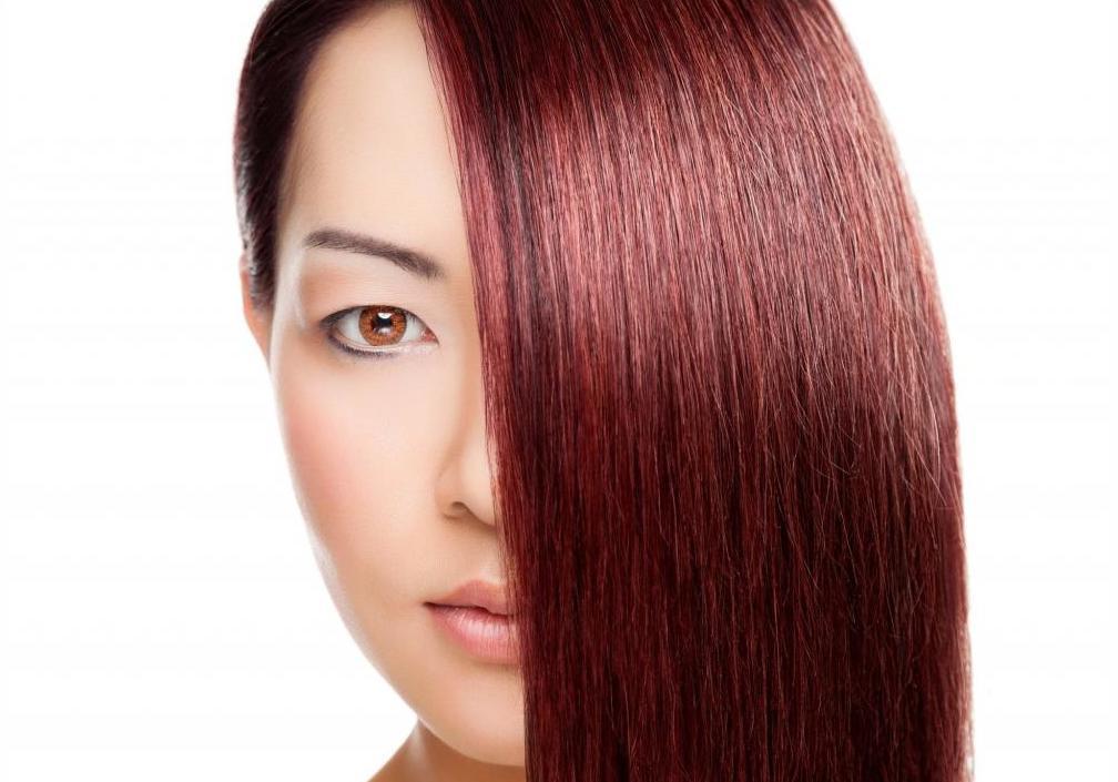 Прямые красно-каштановые волосы