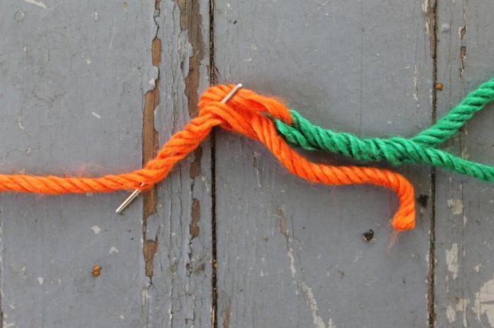 как соединить нити при вязании без узелков