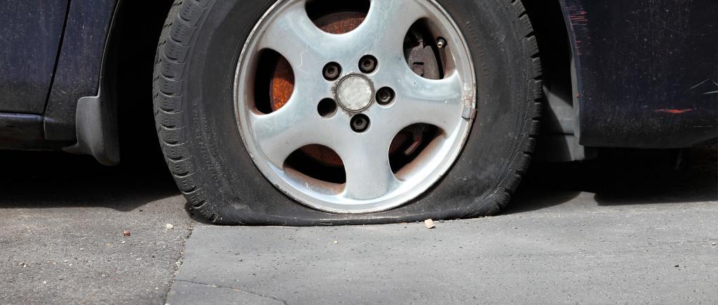 При какой глубине протектора запрещается эксплуатация автомобиля