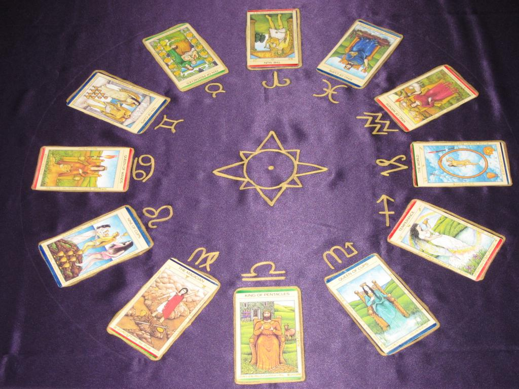 four cups tarot meaning in relationship