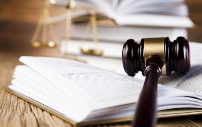 помощник судьи зарплата
