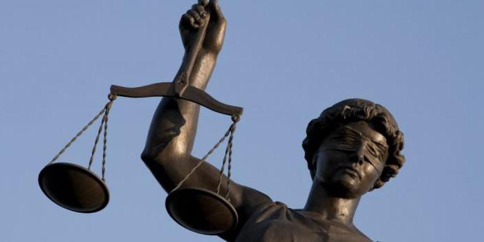 зарплата работникам аппарата суда