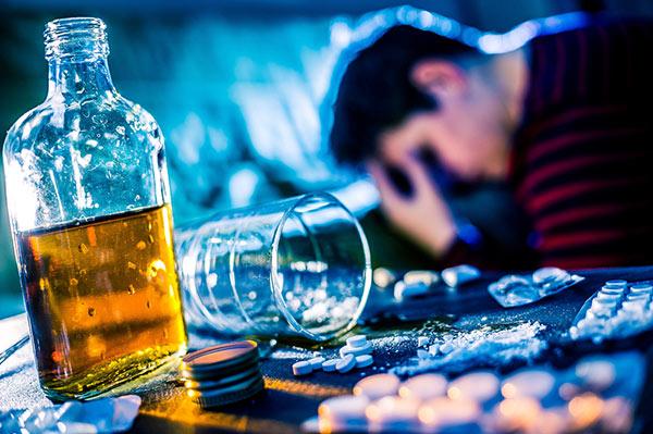 """Кларитромицин"""" и алкоголь: совместимость, взаимоисключающее действие, влияние на организм при одновременном приеме и возможные последствия"""