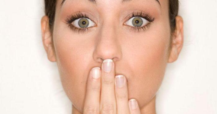 Запах аммиака изо рта у взрослого и ребенка: причины