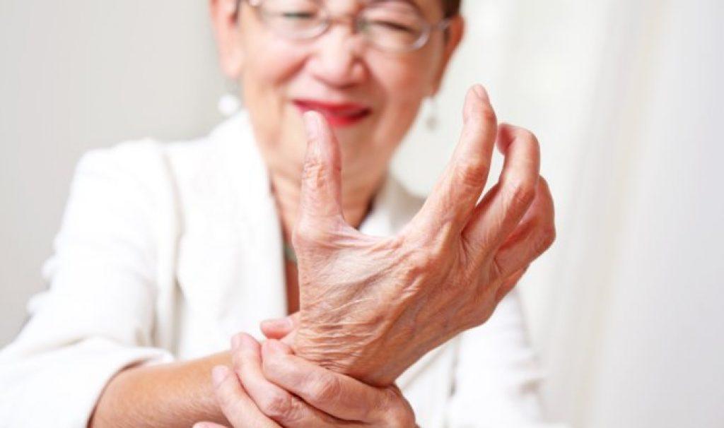 Опухшие суставы: возможные причины, симптомы, проведение диагностических исследований, врачебное наблюдение и лечение