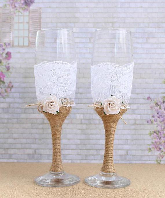 декор свадебных бокалов лентами