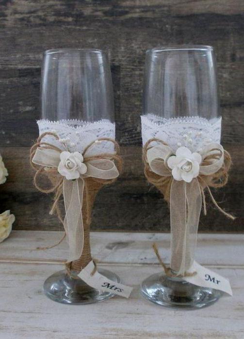 декор свадебных бокалов цветами