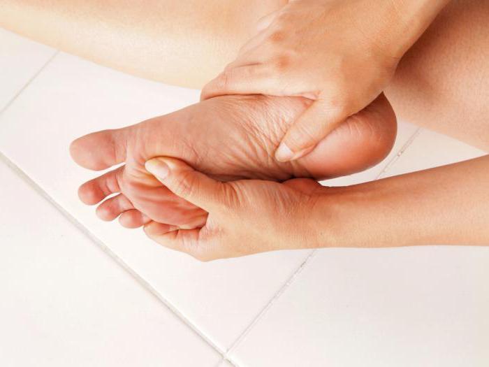 Тянет левую руку и ногу причины