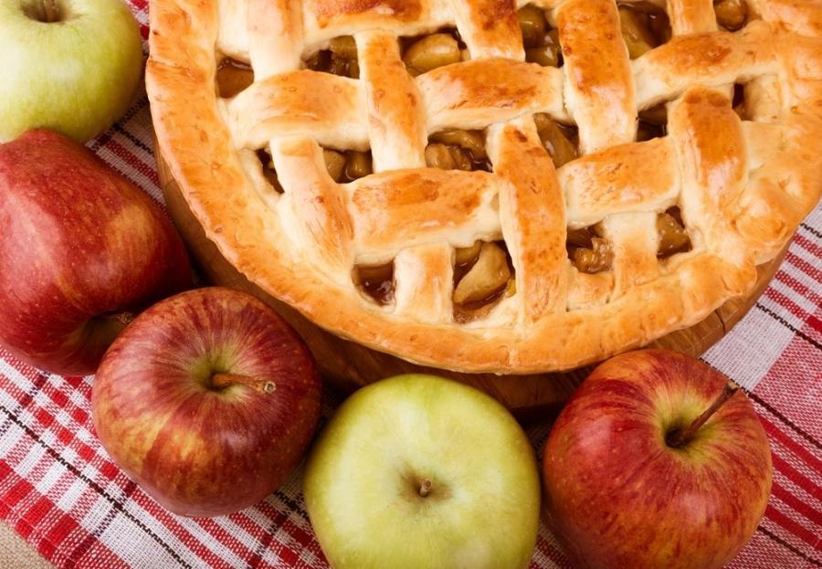 Яблочный пирог - украшение