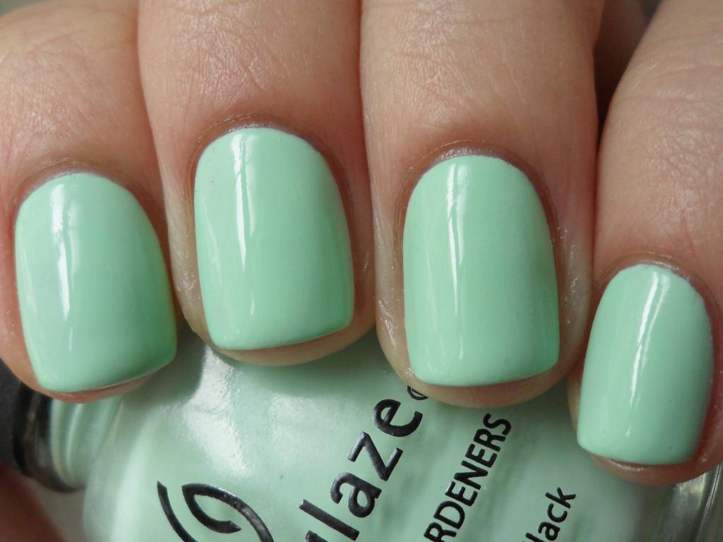 Ногти мятного цвета