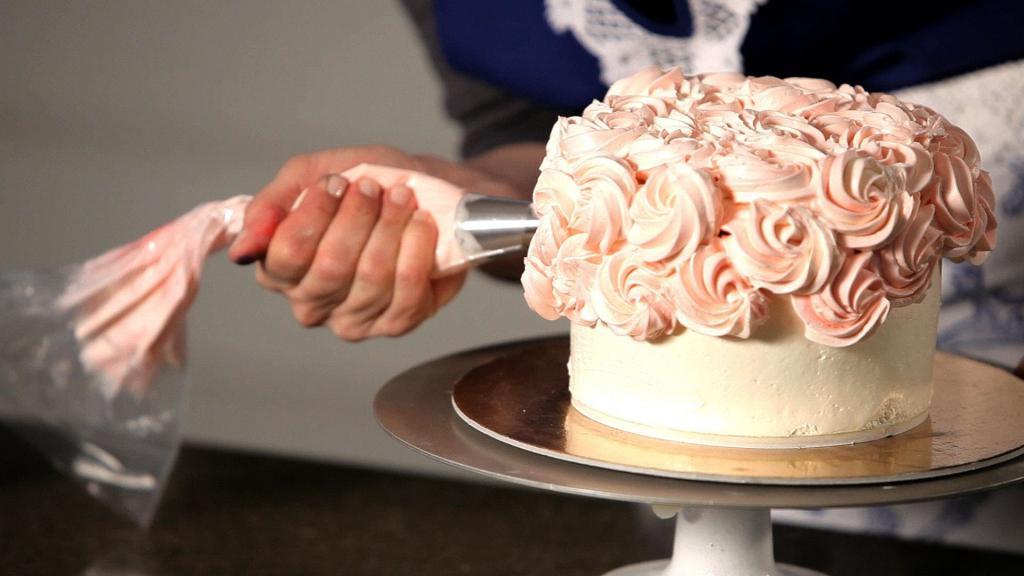 Завитушки на торте
