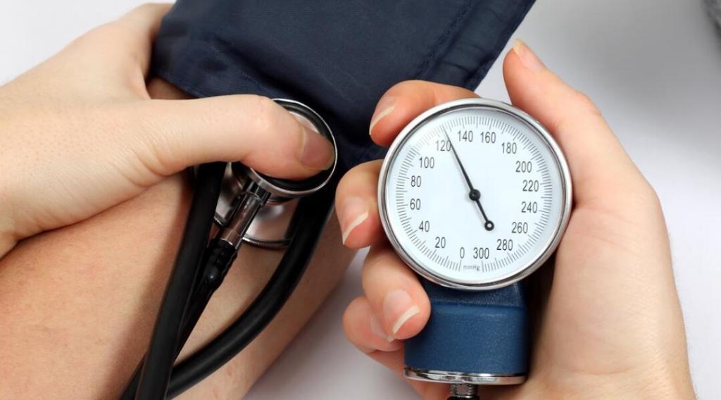Нормальный пульс и давление у взрослого человека: значения по возрастам