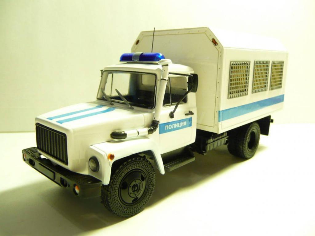 автомобиль для перевозки подозреваемых и обвиняемых