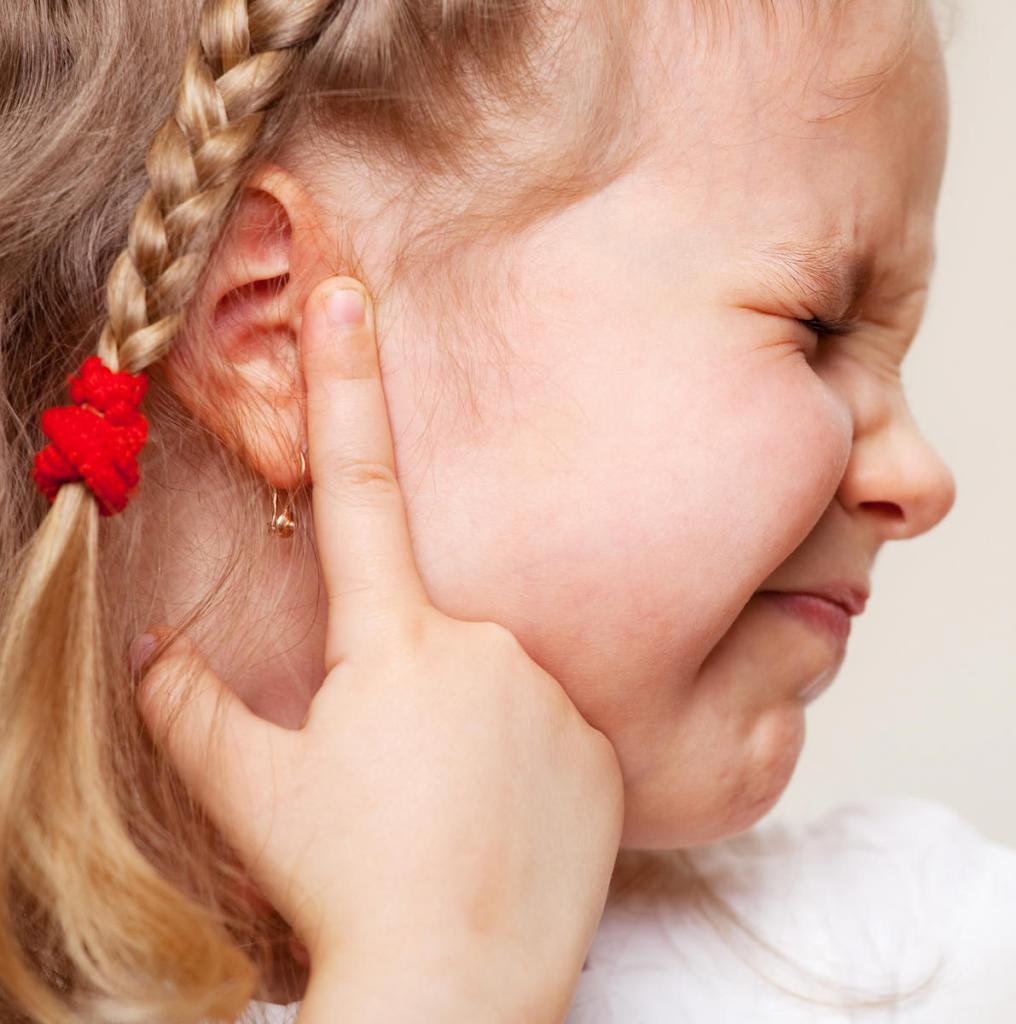 Болят уши картинки