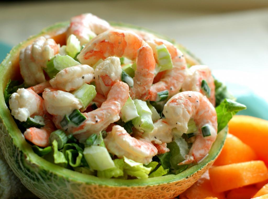 Салат с консервированными креветками
