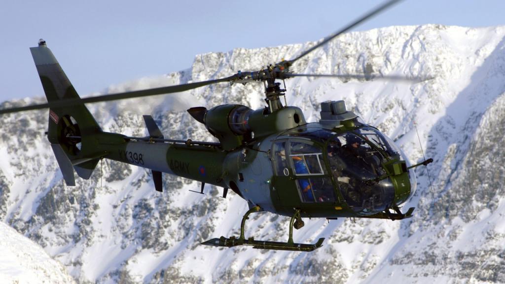 французский вертолет в альпах