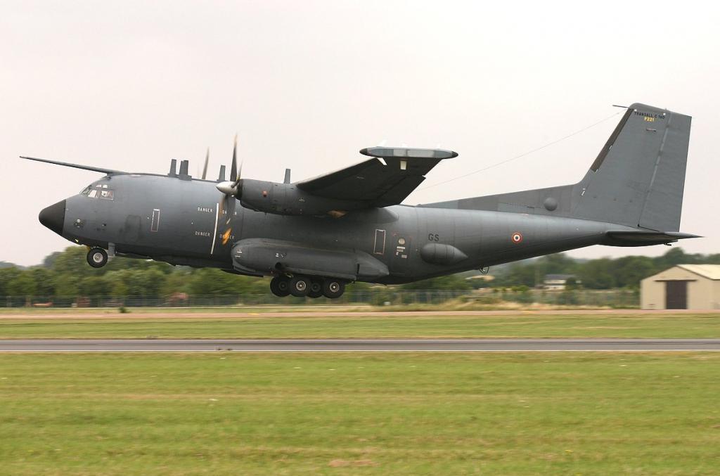 транспортник французской военной авиации