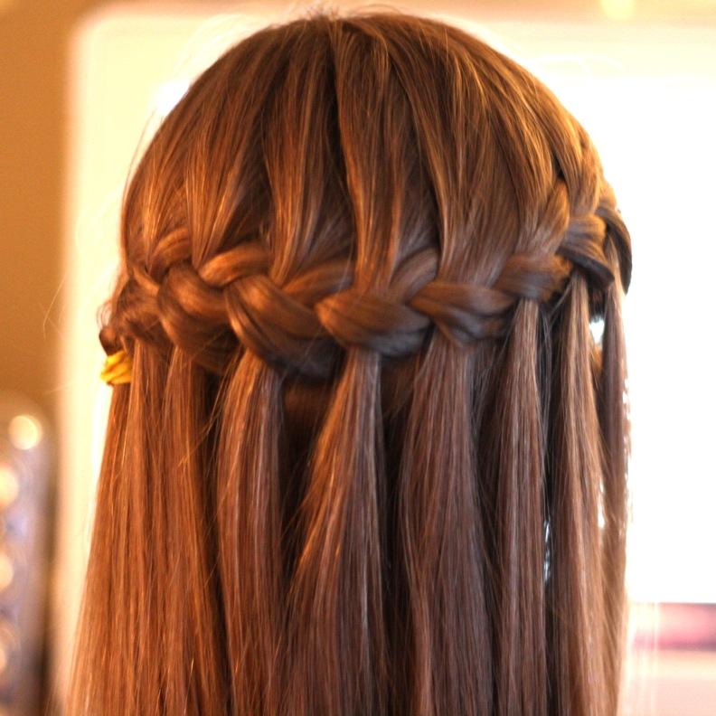 Как сделать прическу распущенные волосы с косичкой