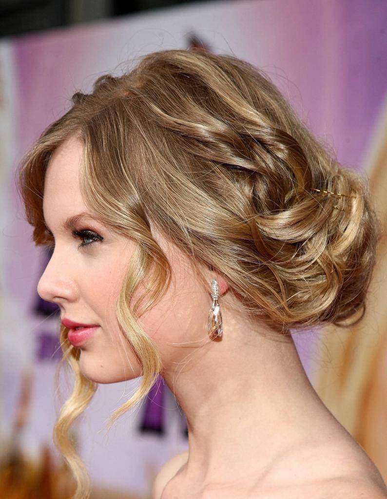 Современные прически на средние волосы: разнообразие форм и вариантов, подбор по форме лица, выбор челки, длины и цвета волос