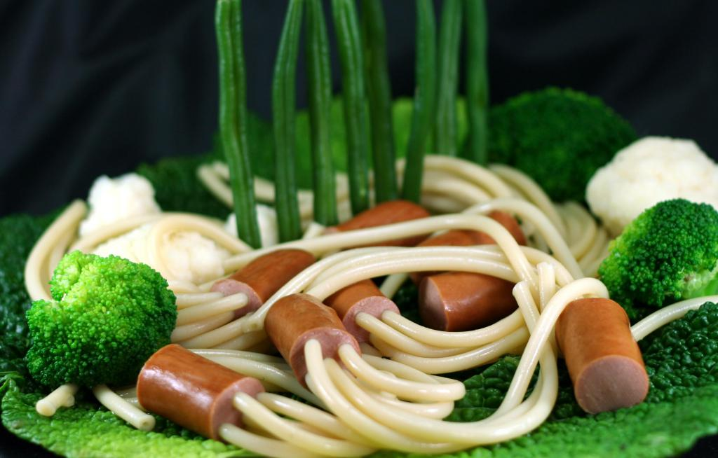 Pasta with sausages and herbs