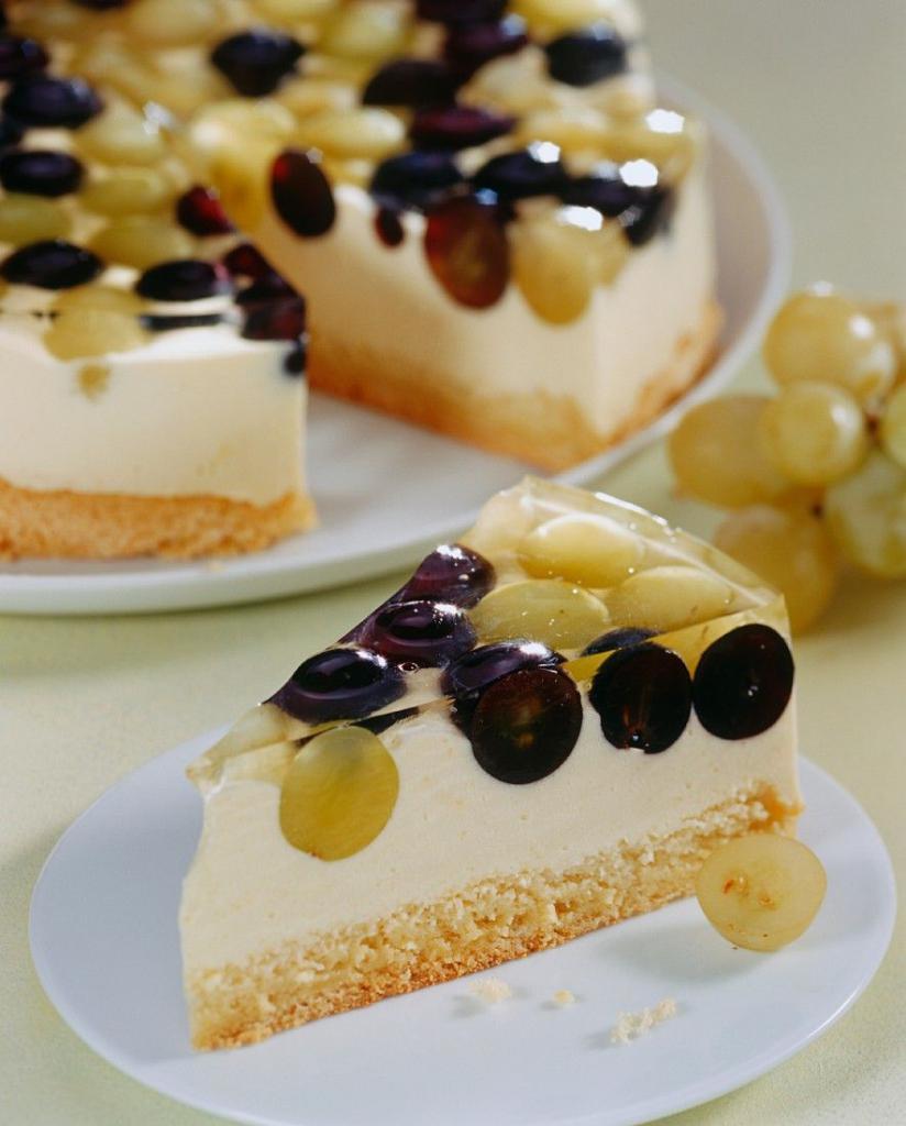 Творожный торт с виноградом