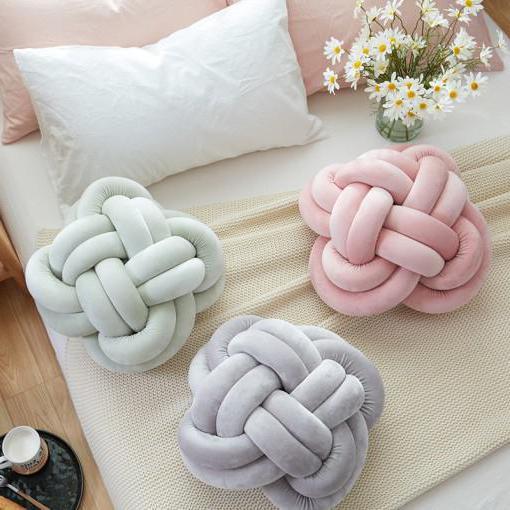 Из руками в чего сделать подушку своими руками