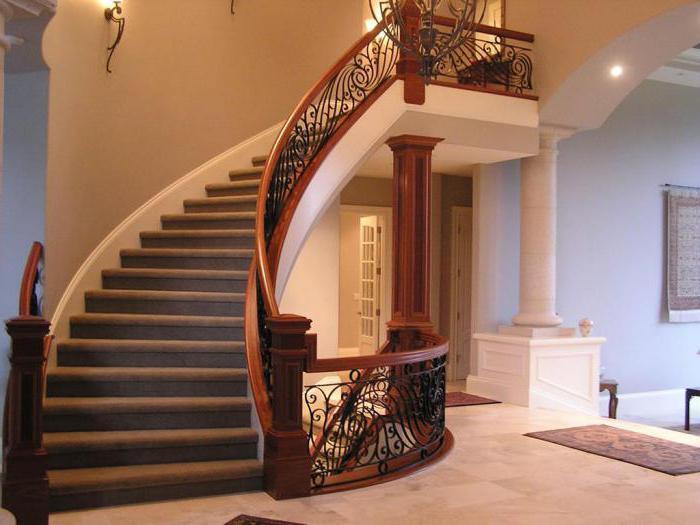 أبعاد خطوات الدرج في منزل خاص