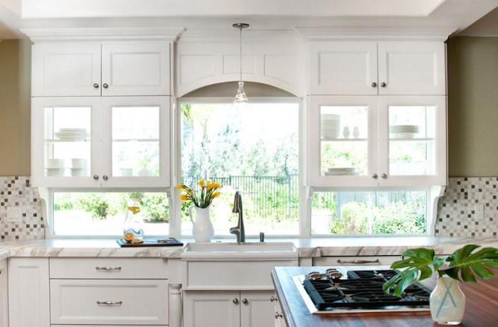 Arbeitsplatte in der Küche Fensterbrett