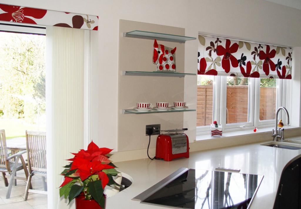 как красиво оформить окно на кухне фото плавника-шверта уходят вниз