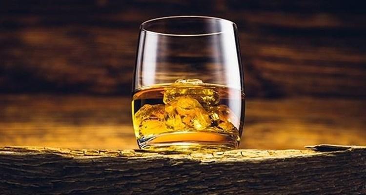 алкоголь в бокале