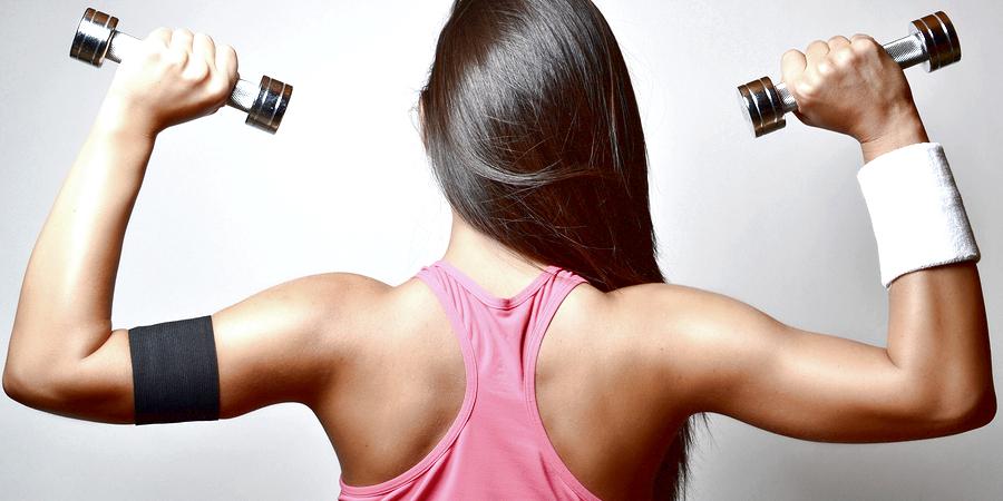 Упражнение на трицепс для девушек в тренажерном зале и дома