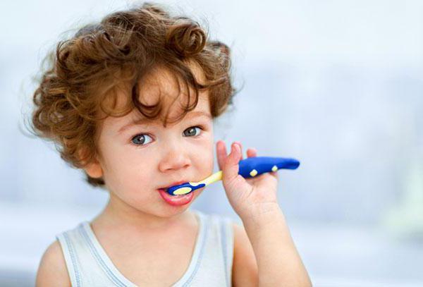 у ребенка 2 года запах изо рта