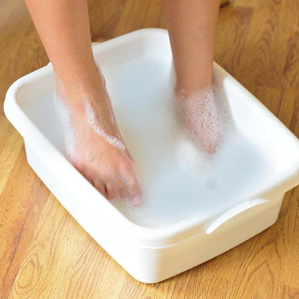 Как почистить пятки в домашних условиях: способы, средства и рекомендации