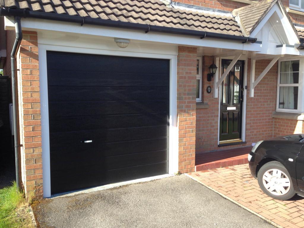 Garage lifting gate