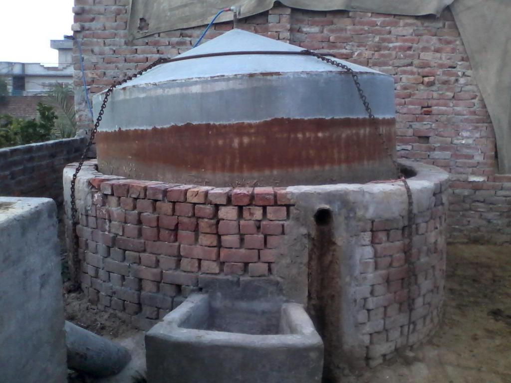 Thermal insulation for a biogas reactor