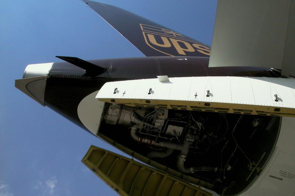 Расположение вспомогательной силовой установки в самолете