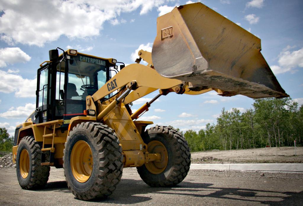 Трактор для работы на строительной площадке