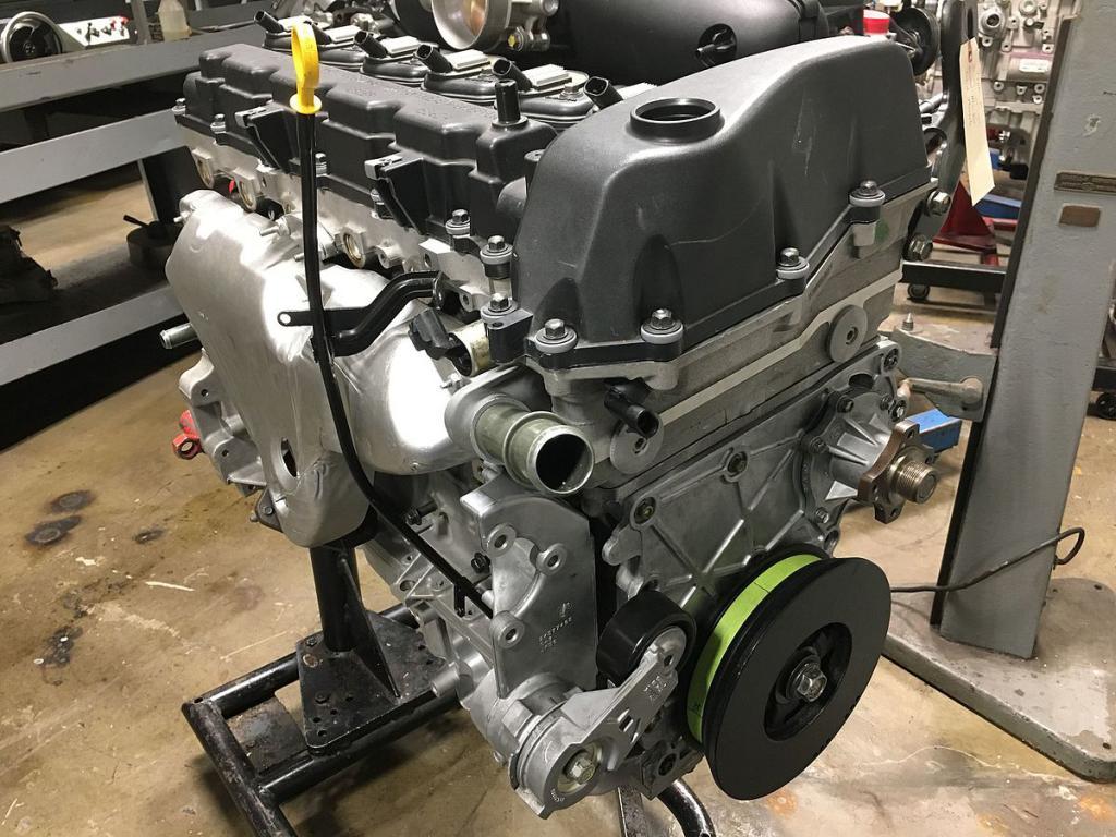 двигатель автомобильный