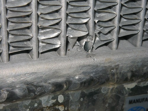 трещины сетки радиатора