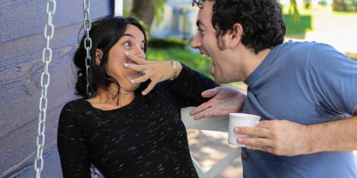 воняет изо рта канализацией