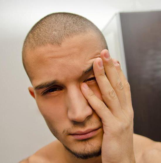 Темные круги под глазами у мужчин - о чем они говорят