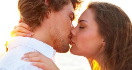 видеть во сне поцелуй знакомого мужчины
