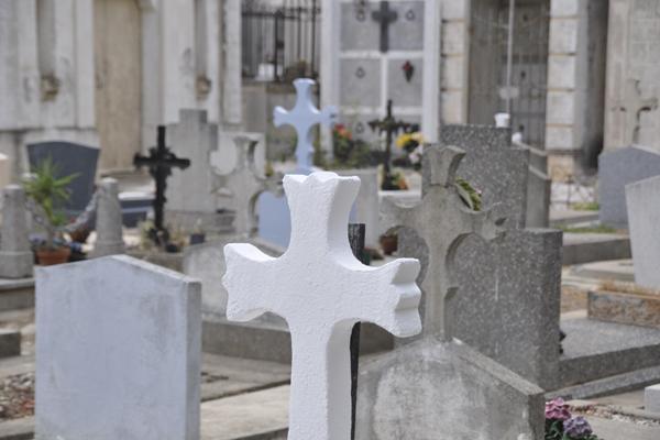 Можно ли беременным на кладбище