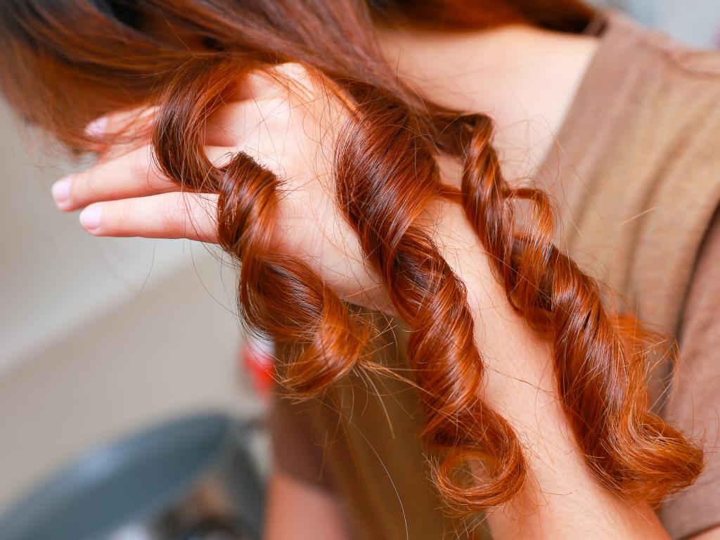 как правильно завить короткие волосы