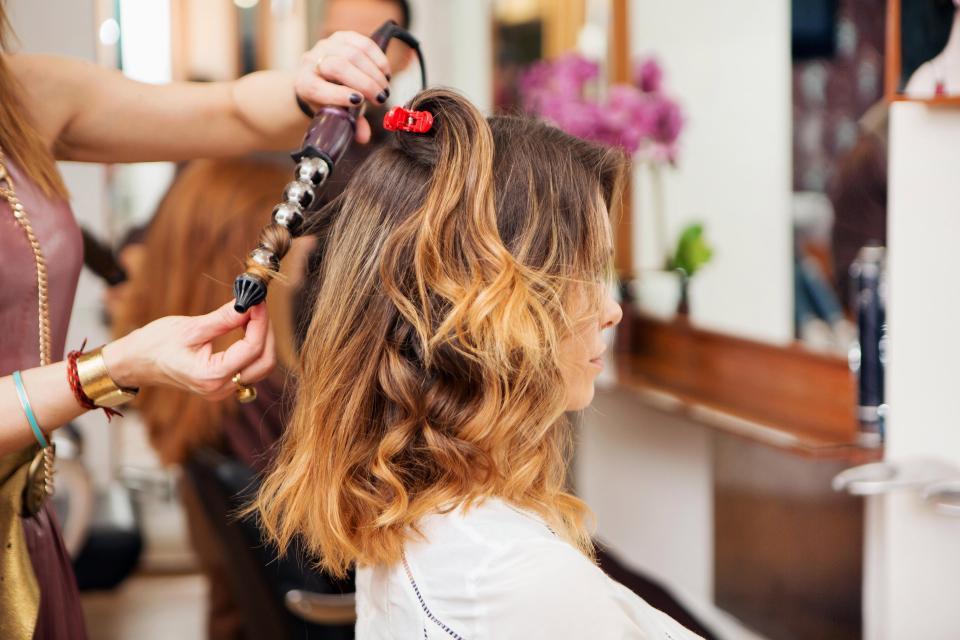 как правильно завить волосы плойкой на средние