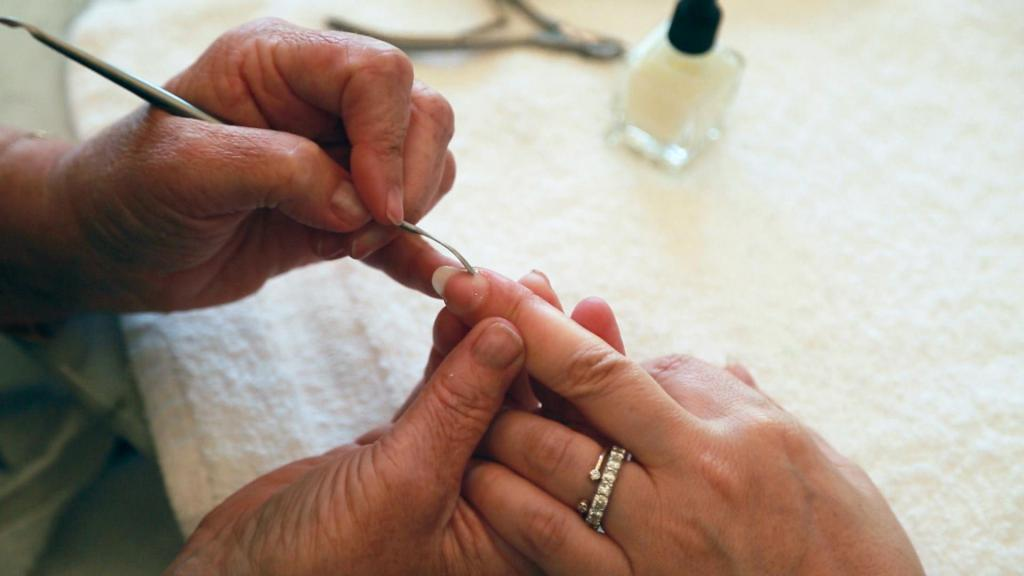 how to properly handle nails at home