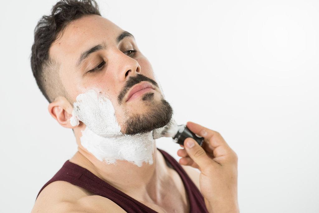 Почему шелушится кожа на лице у мужчин? Причины, лечение и профилактика